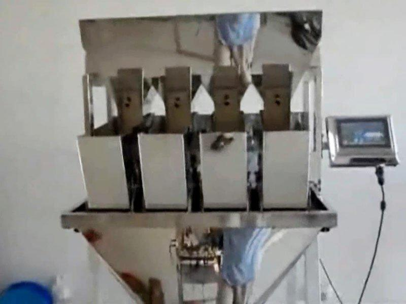 Top Y filling and packaging machines-4 head Linear Weigher Running